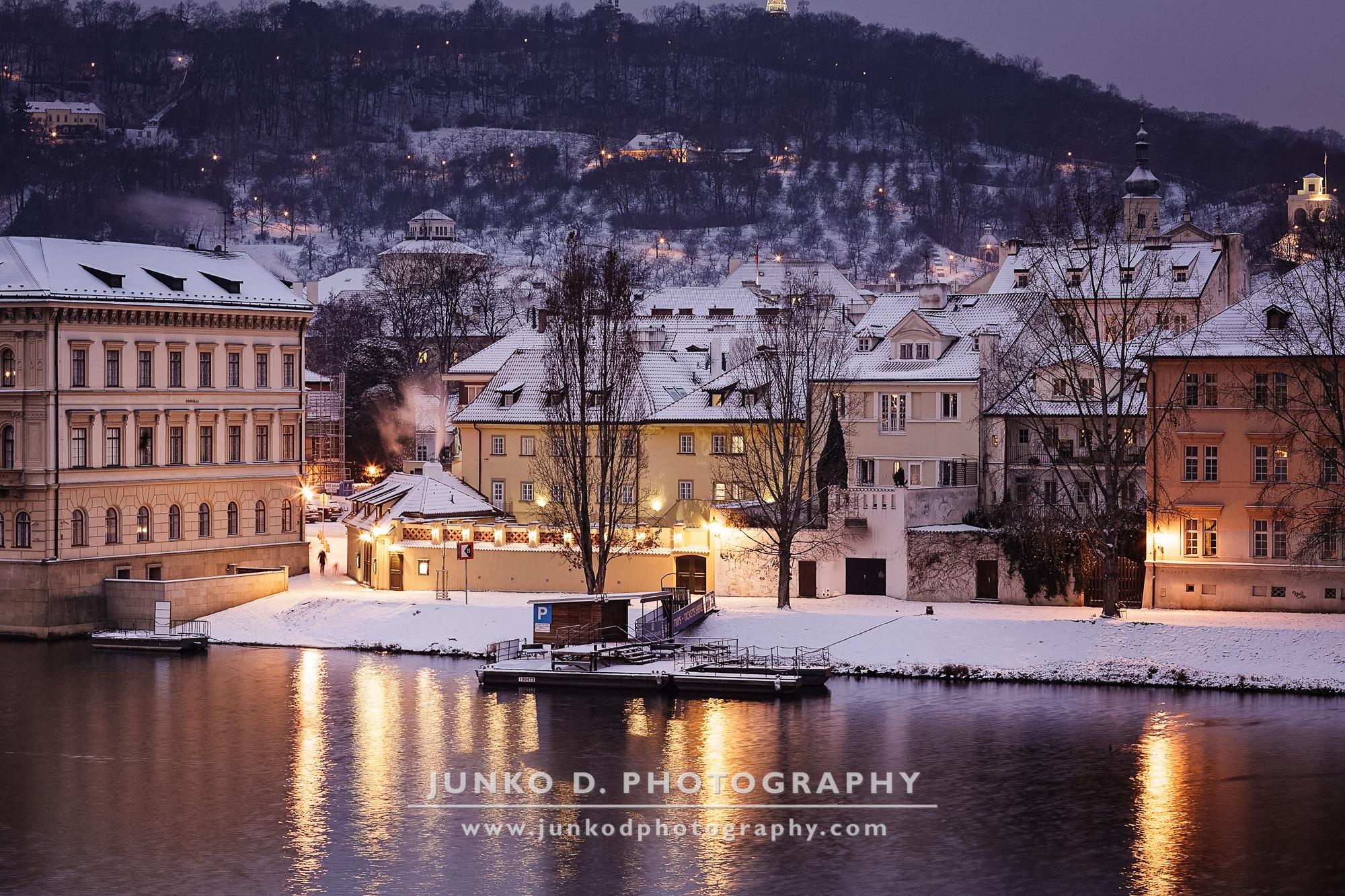 2015_PRAGUE_Charles_Bridge_snow_19_for_web