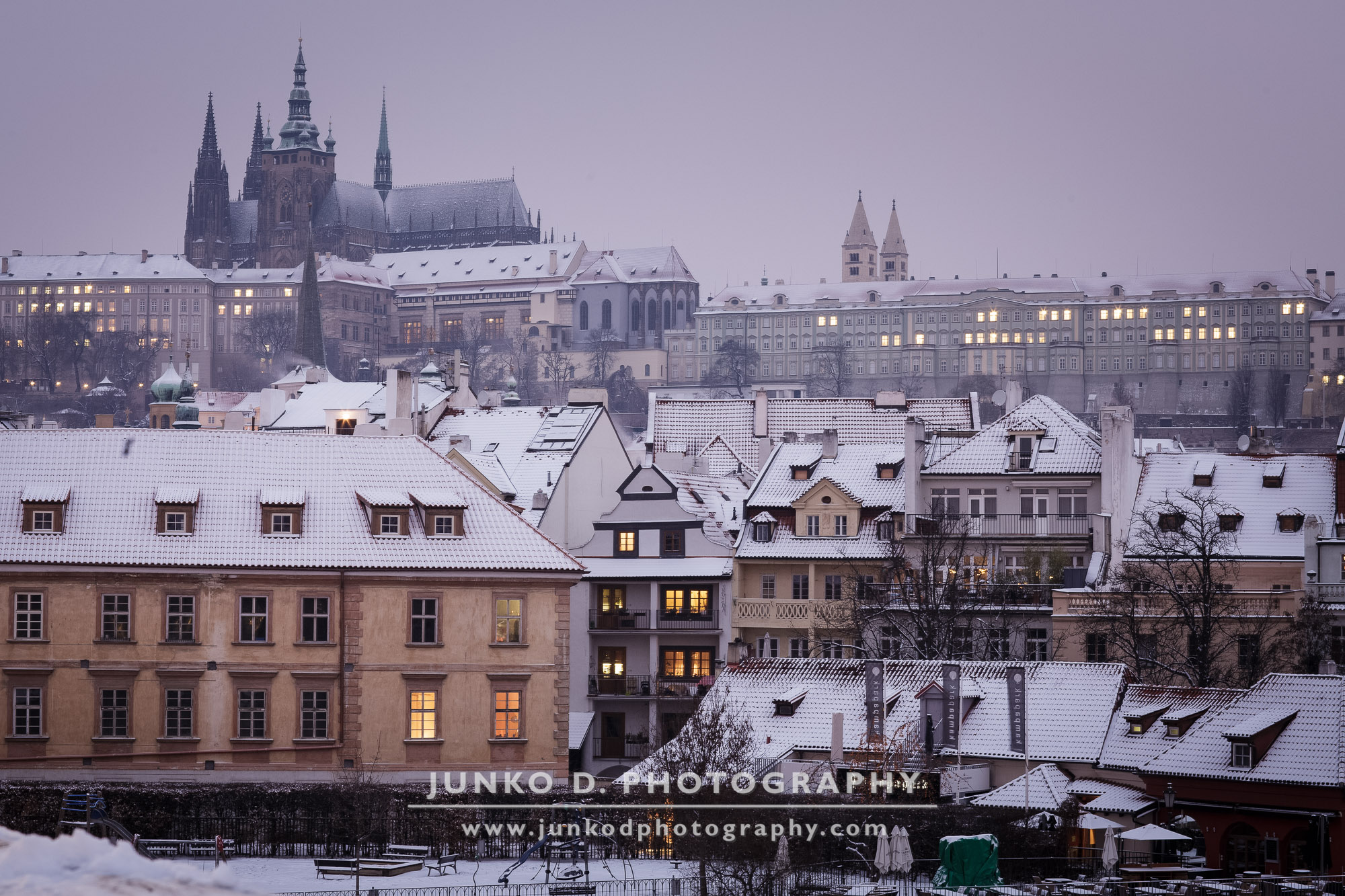 2015_PRAGUE_Charles_Bridge_snow_20_for_web