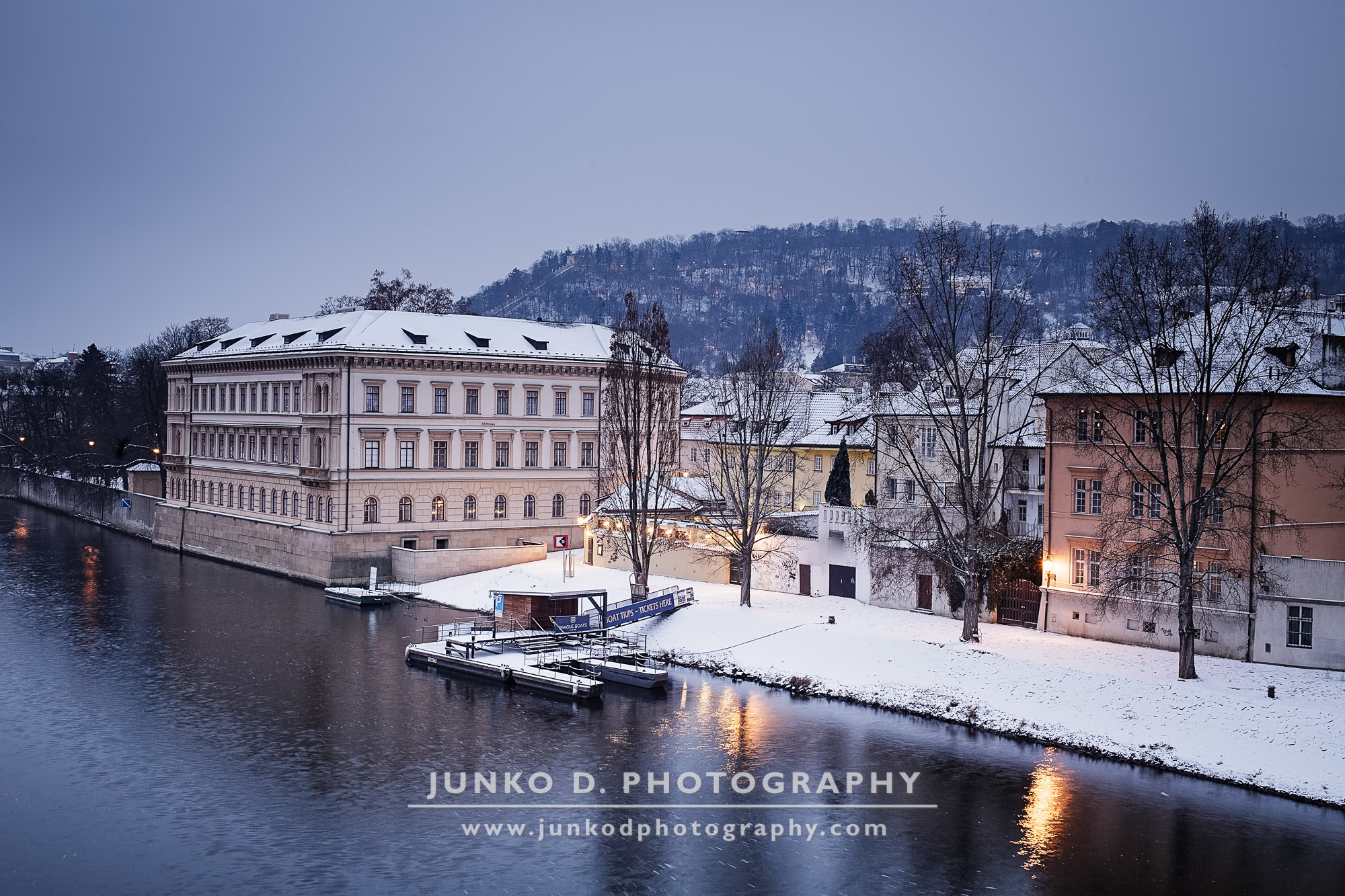 2015_PRAGUE_Charles_Bridge_snow_23_for_web